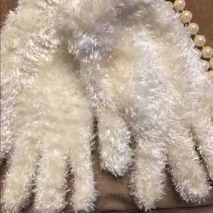 Accessories - 🛍NEW ONE SIZE FITS ALL WOMENS MITTENS🛍